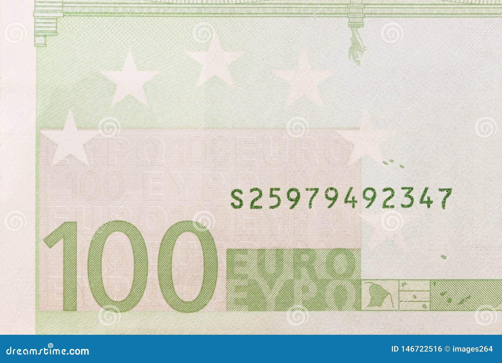 Часть 100 банкнот евро