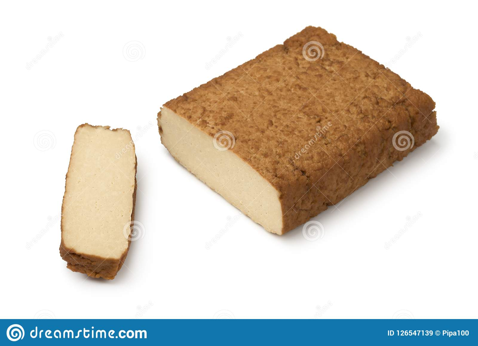 Часть копченого тофу и куска