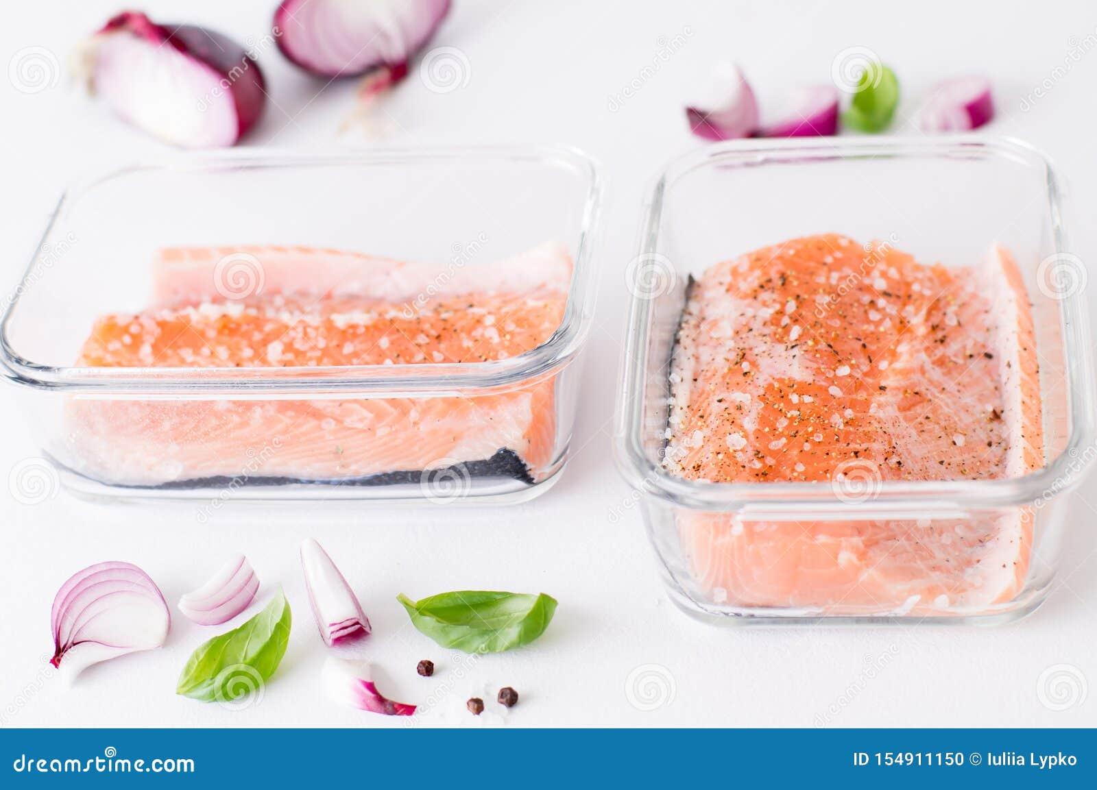 Часть семг marinated в стеклянной таре