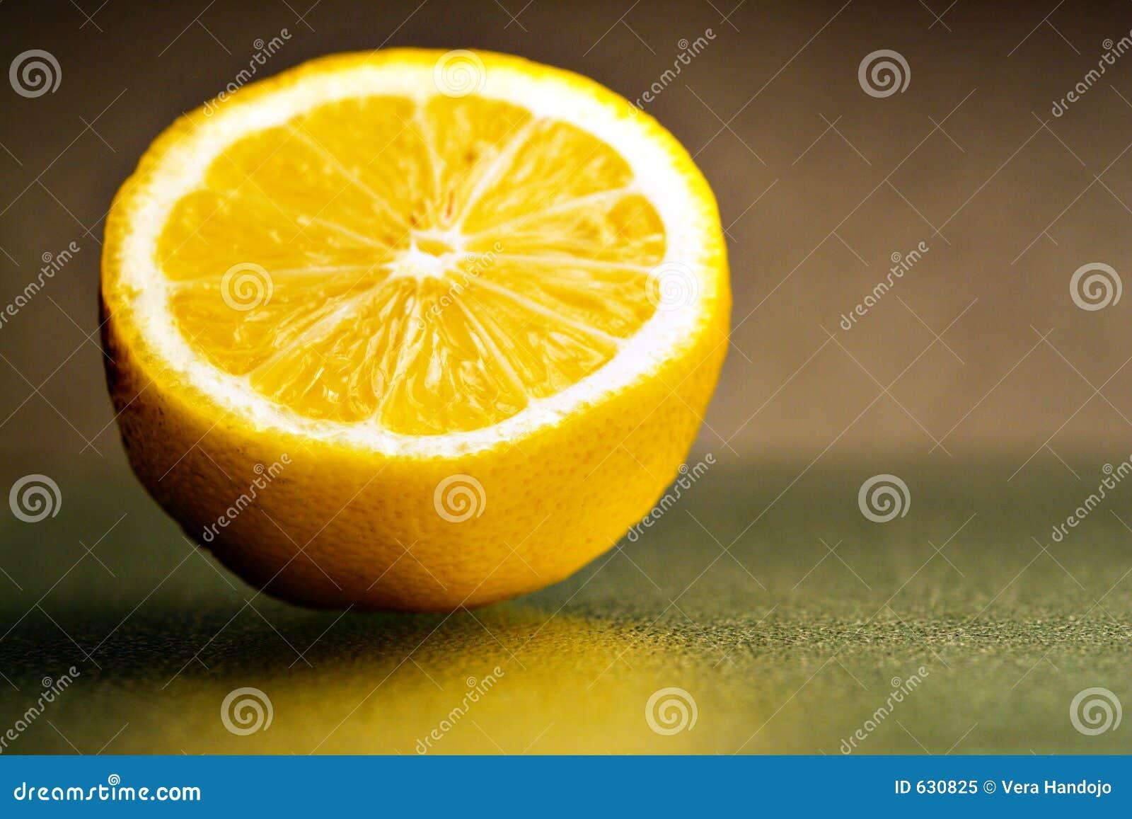 Download Часть 2 лимона стоковое изображение. изображение насчитывающей еда - 630825