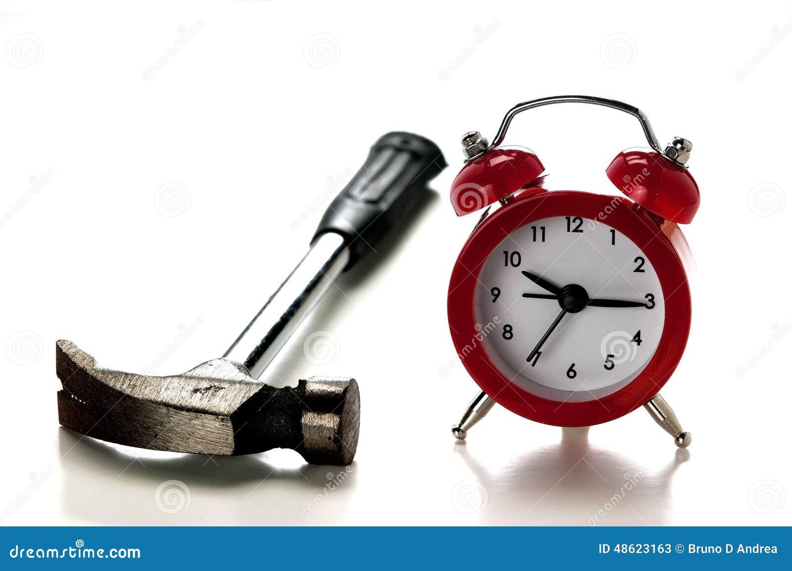 Часы и и молоток