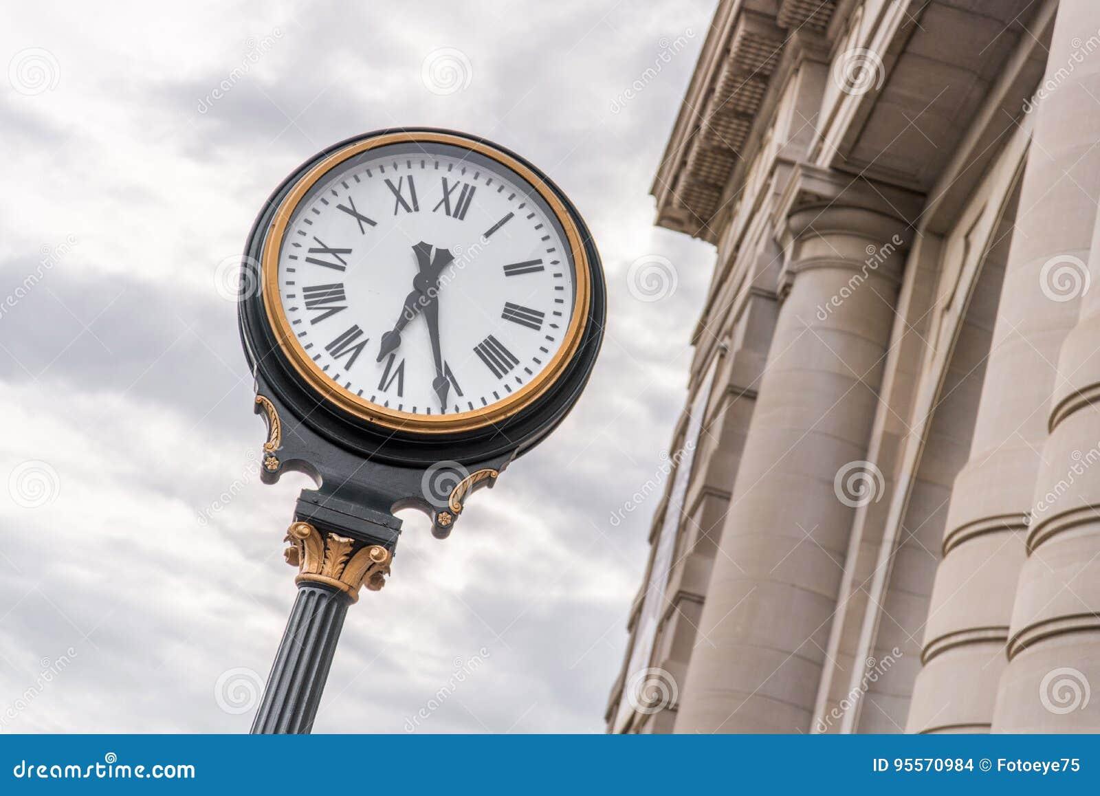 Часы на станции Kansas City Миссури соединения