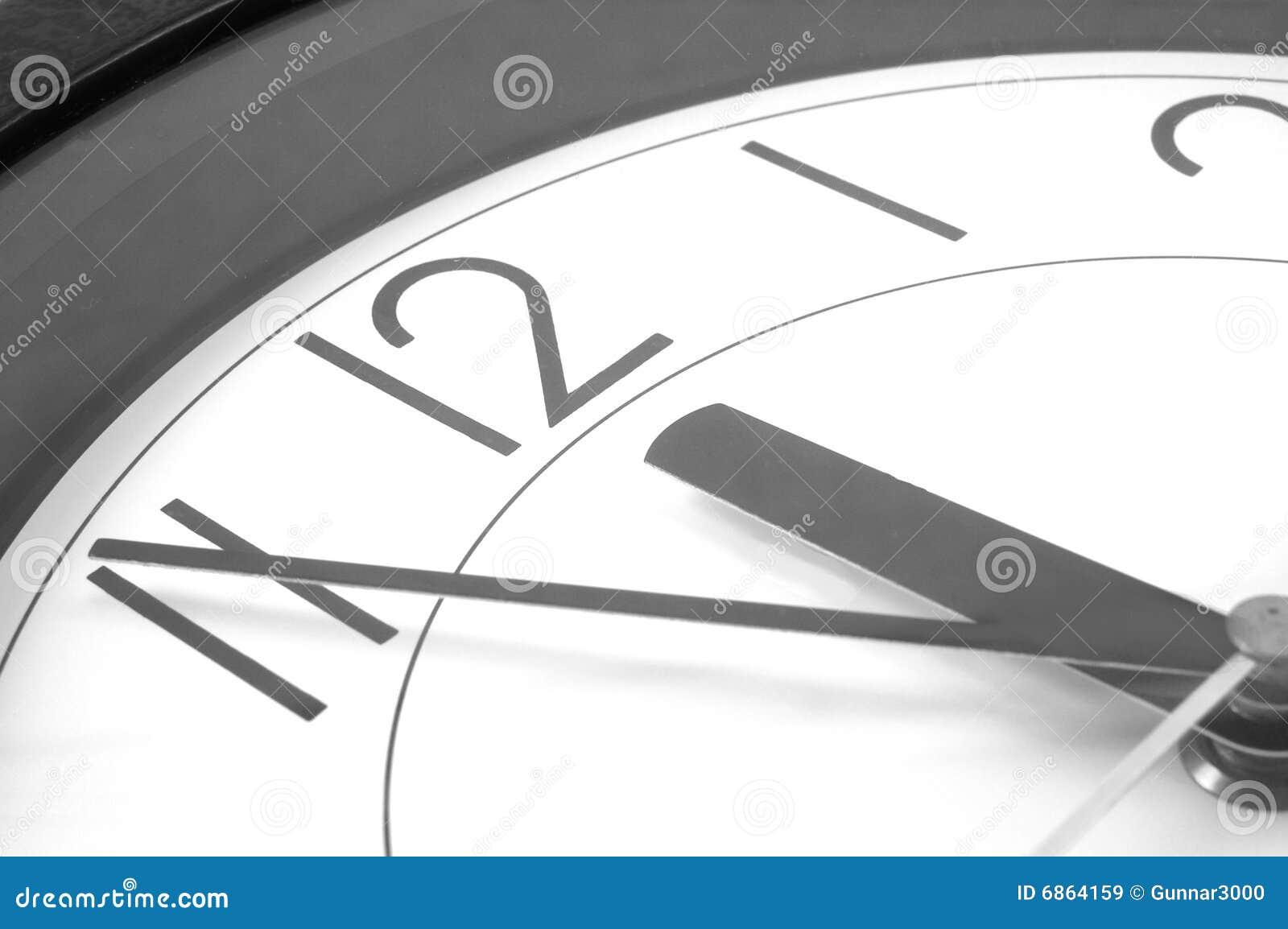 часы 12