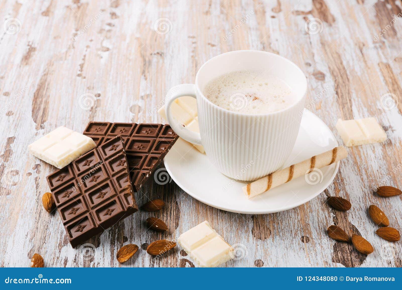 Чашка горячих какао или кофе капучино или latte