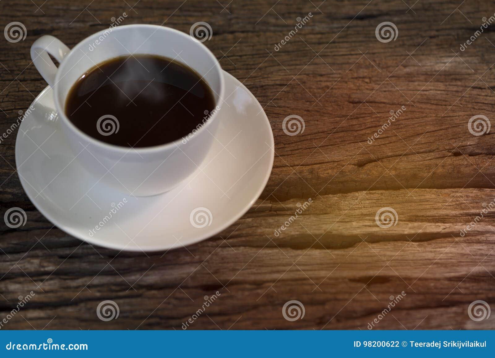 Download Чашка кофе на таблице стоковое фото. изображение насчитывающей никто - 98200622
