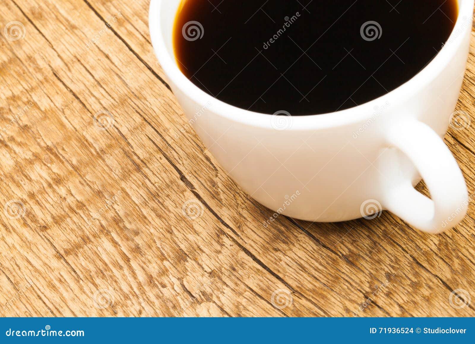 Чашка сильного черного кофе - съемки студии