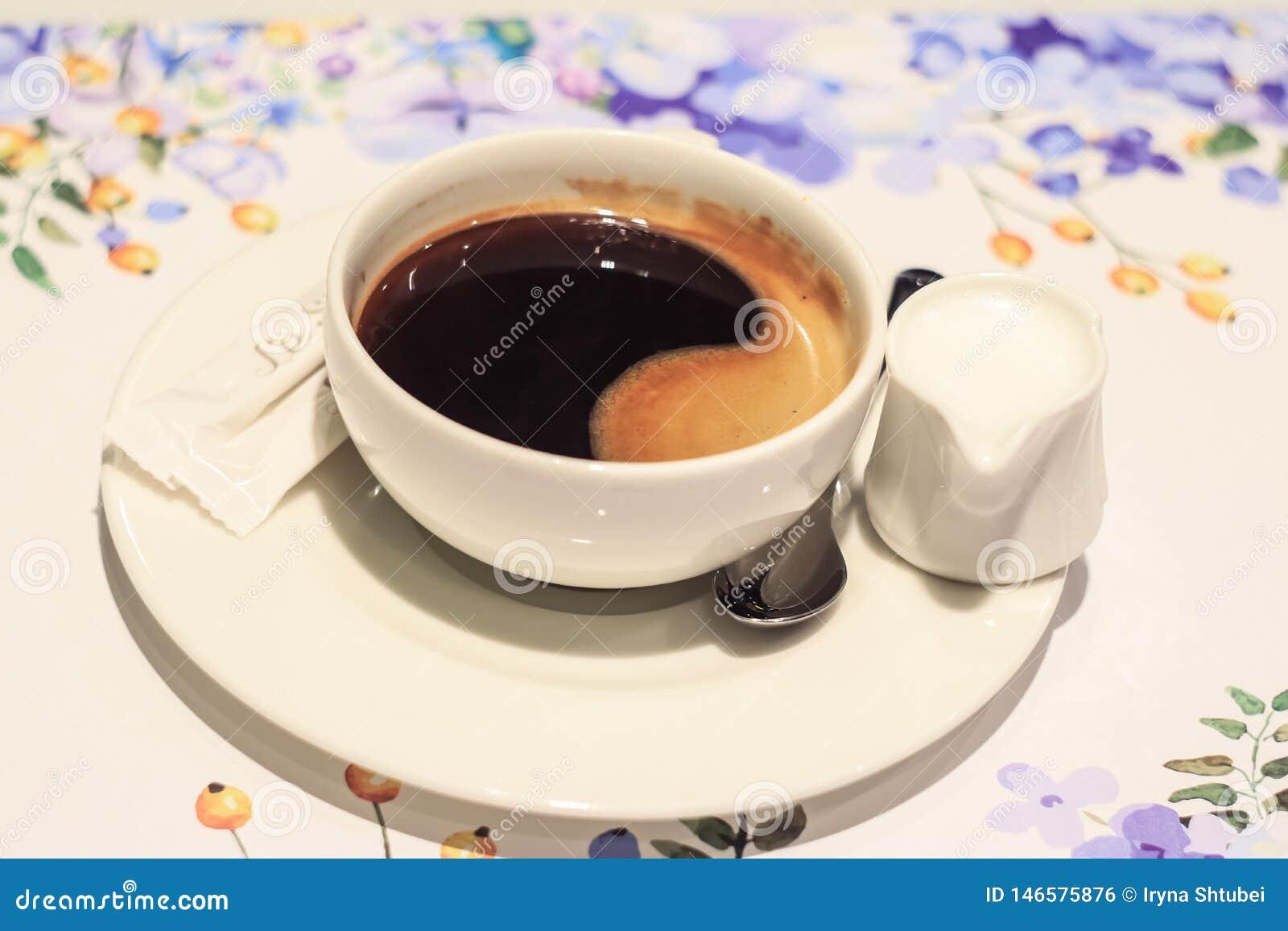 Чашка черного кофе