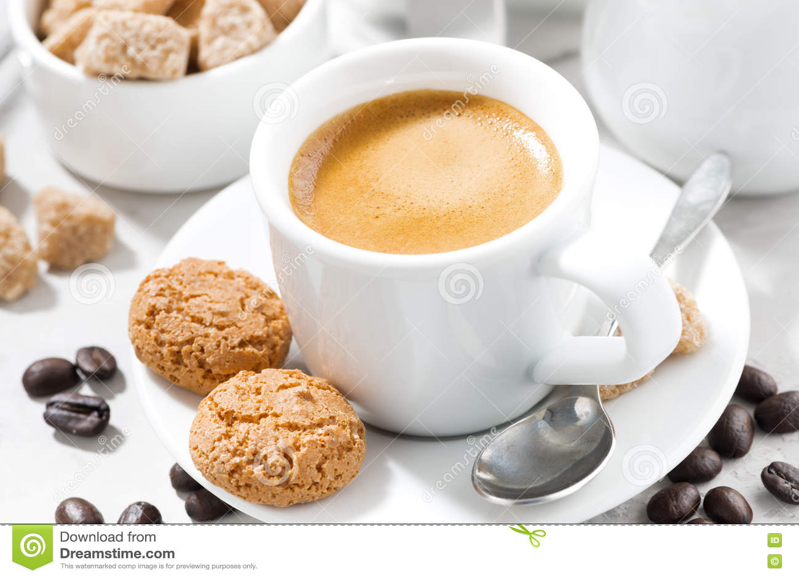 Download Чашка эспрессо и печений на белой таблице, крупного плана Стоковое Фото - изображение насчитывающей печет, кафе: 72285616