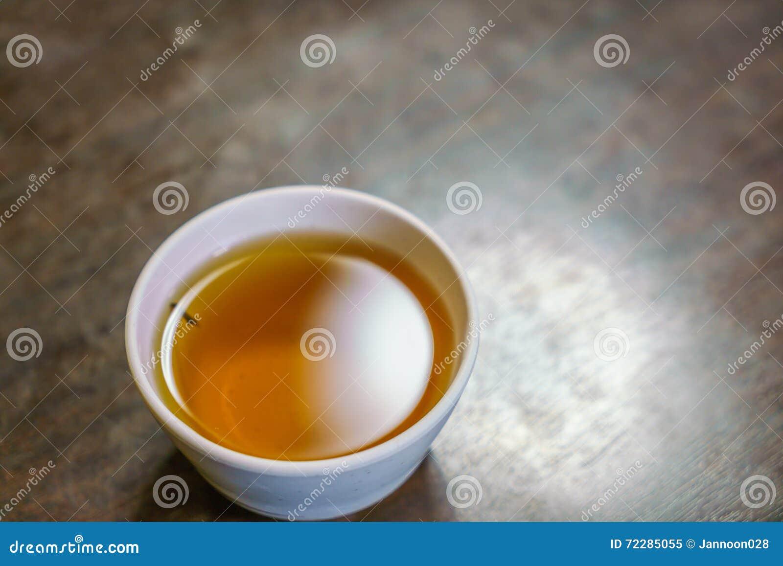 Download Чашка японского чая на деревянном столе Стоковое Изображение - изображение насчитывающей бак, естественно: 72285055