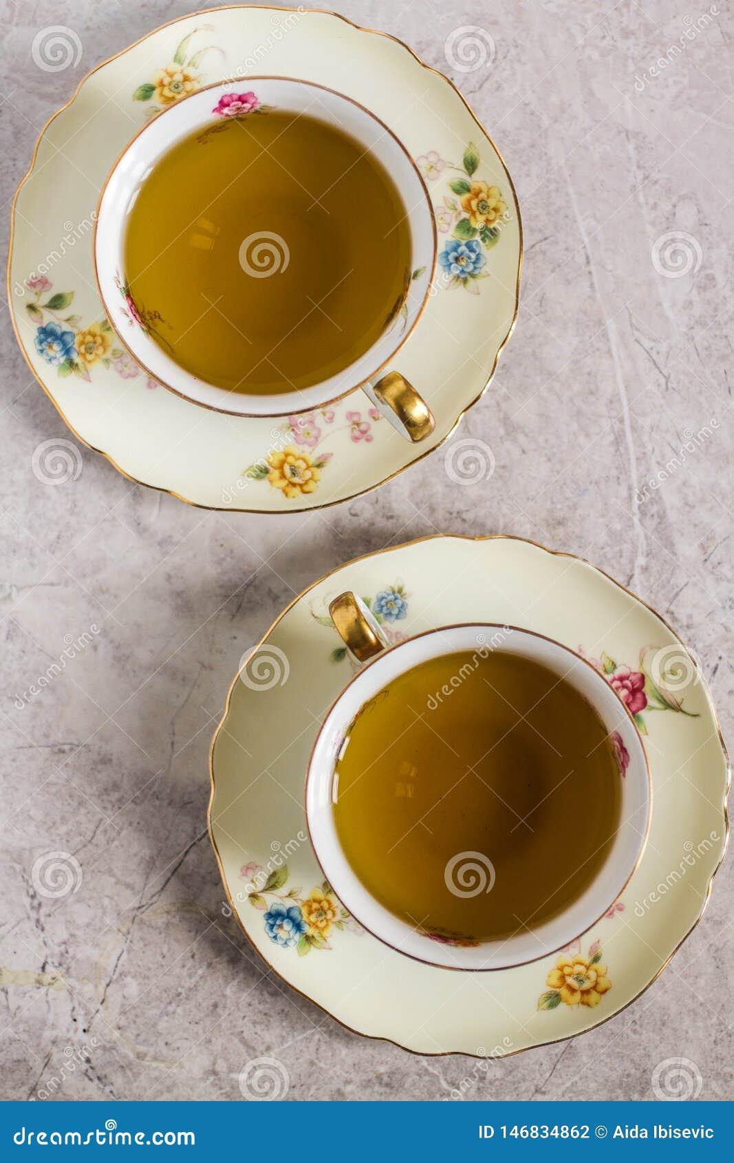 2 чашки чая Китая Кристл с чаем пипермента