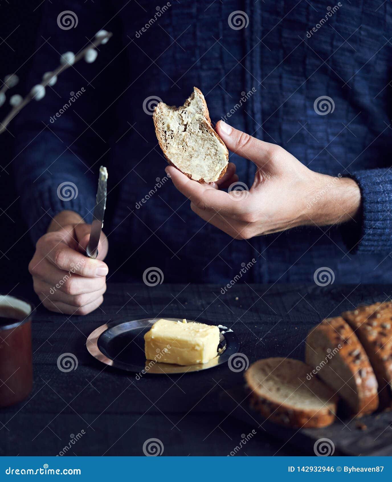 Человек есть хлеб с маслом