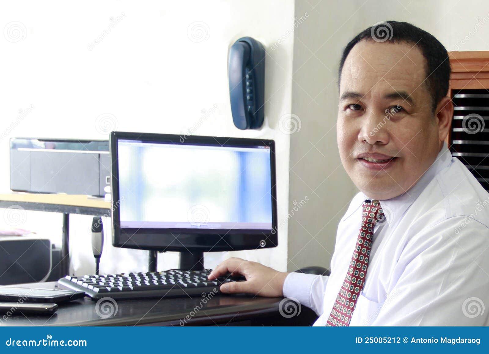 человек компьютера дела