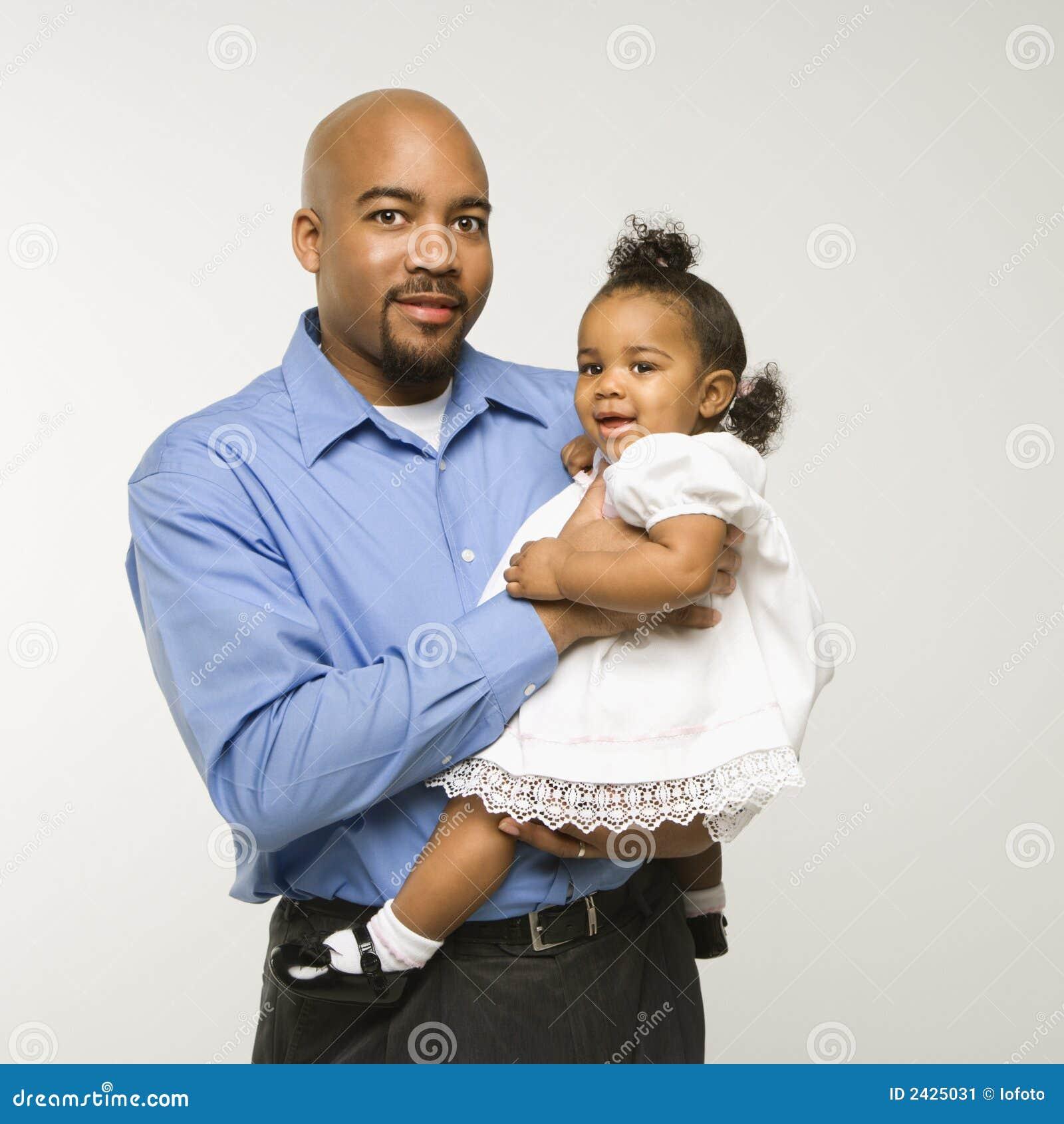 человек младенца удерживания девушки