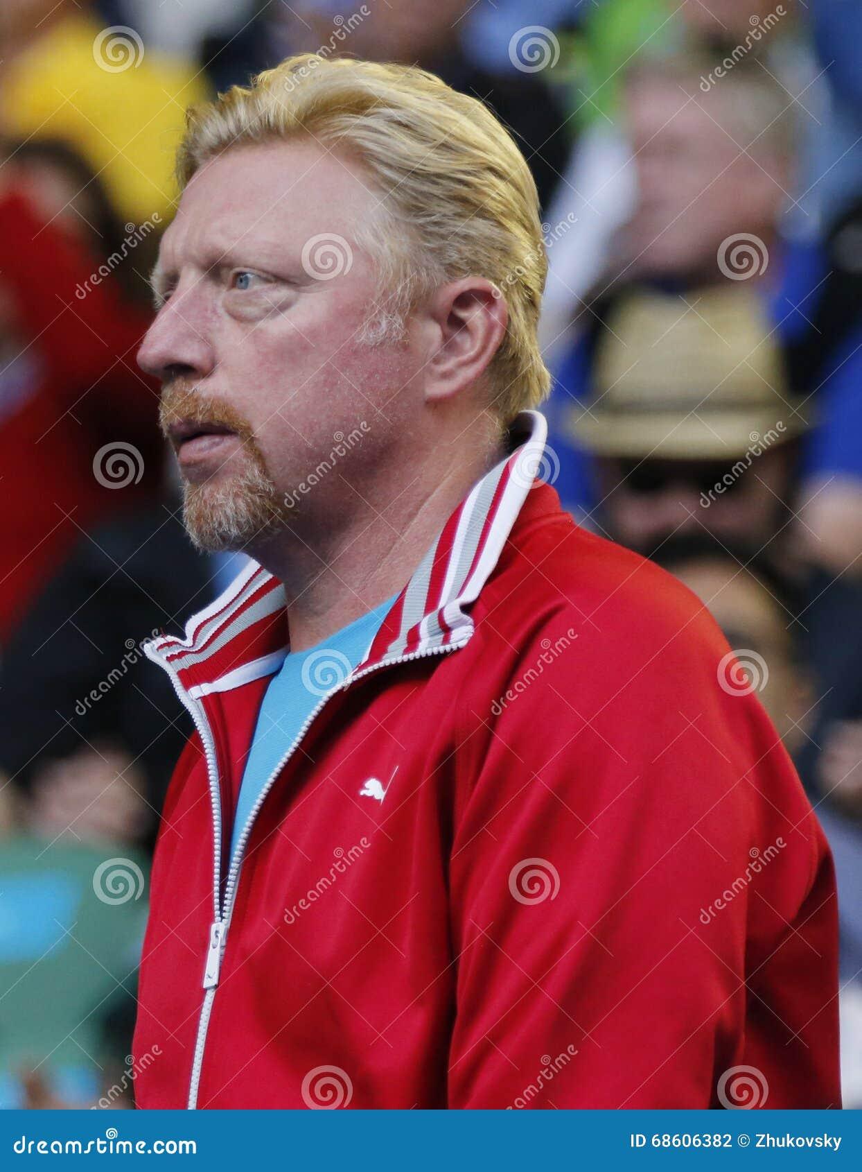 6 чемпионов Boris Becker грэнд слэм времен поддерживает Novak Djokovic Сербии во время его спички круга 4 на открытом чемпионате