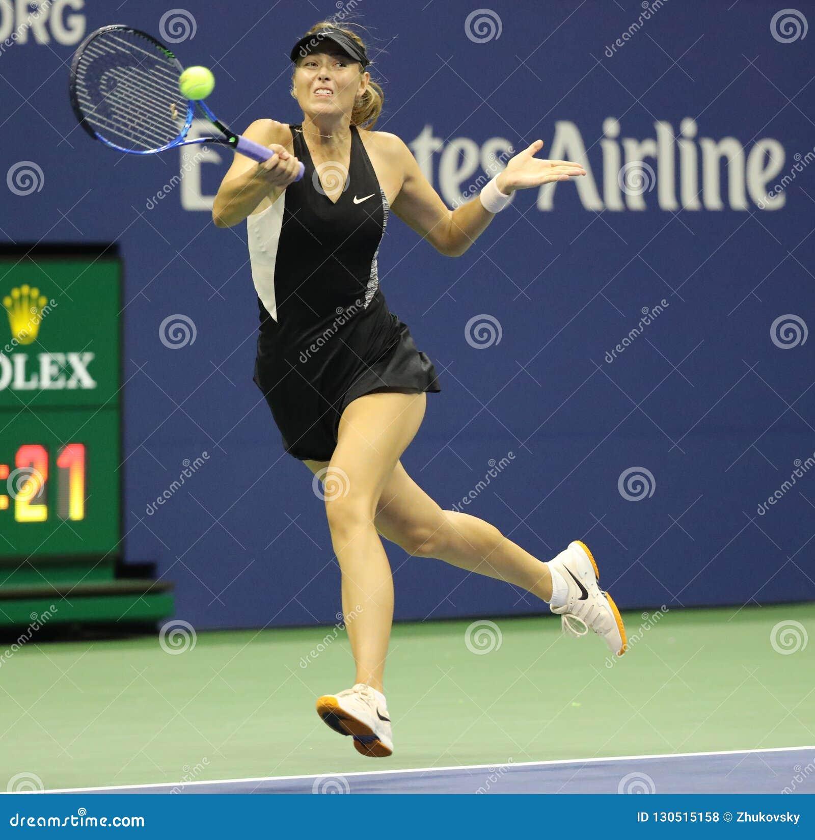 Чемпион Мария Sharapova грэнд слэм 5 времен России в действии во время ее круга 2018 США открытого спички 32