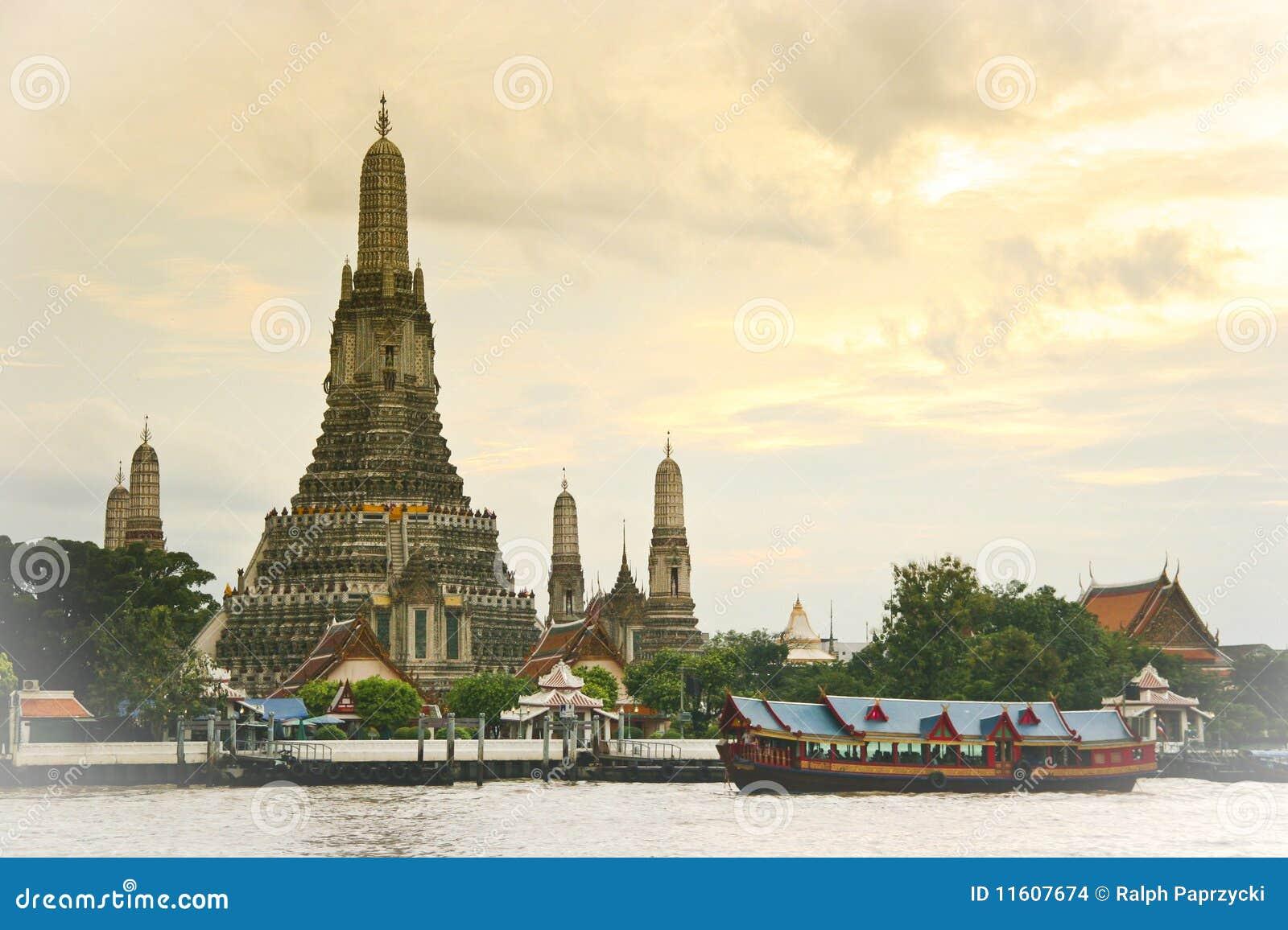 через wat виска реки phraya рассвета chao arun