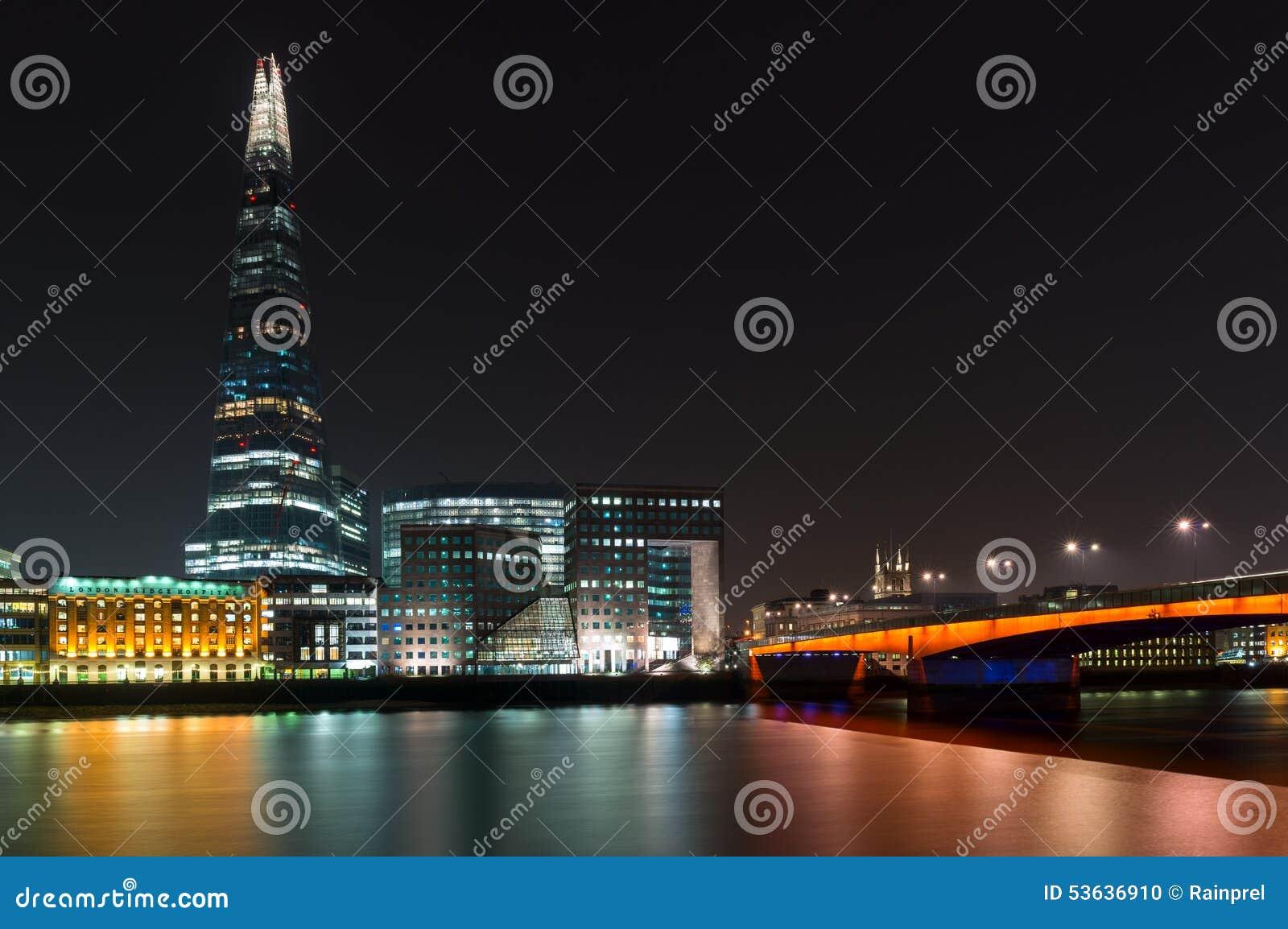Черепок и мост Лондона в Лондоне, Англии