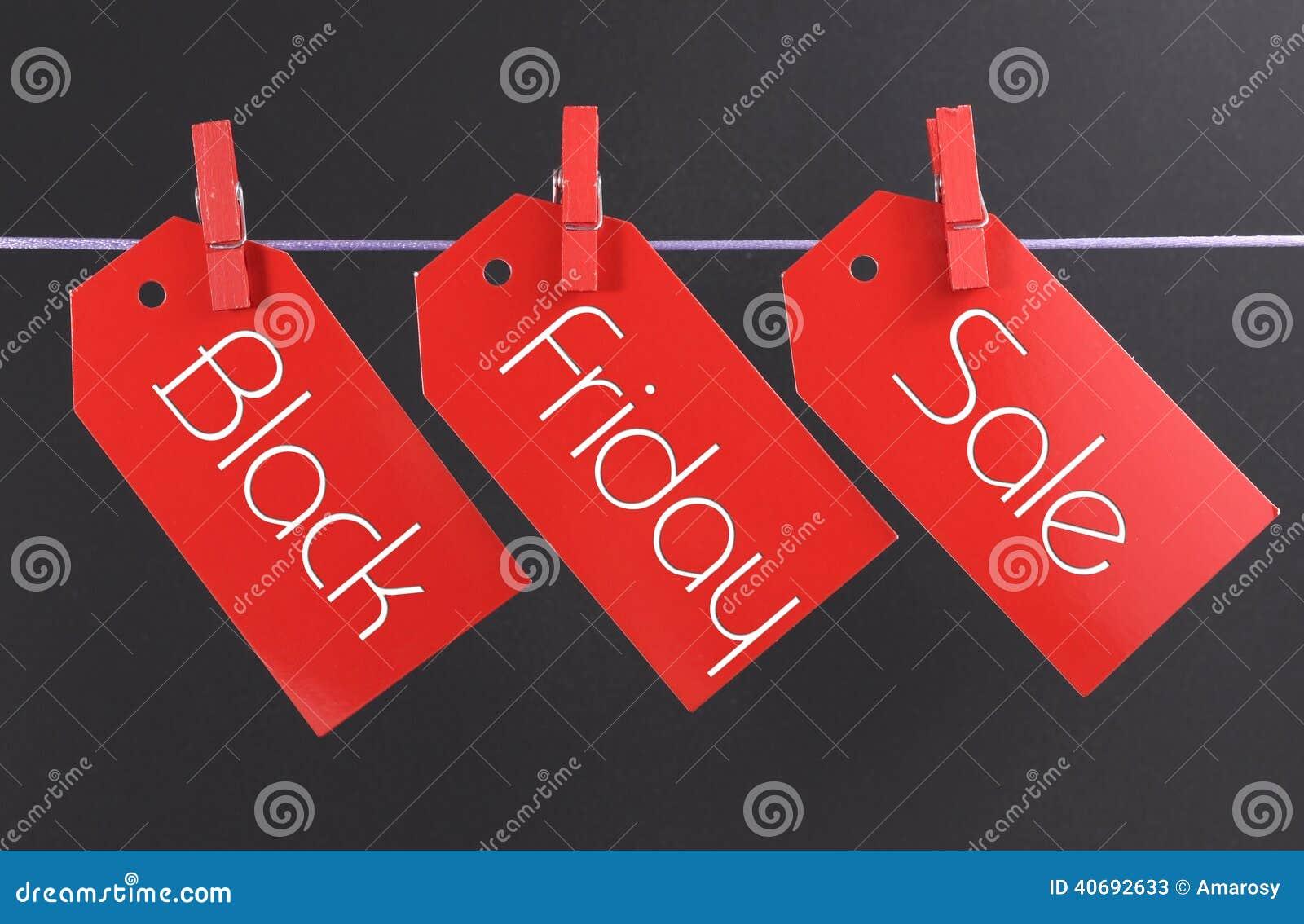 Черная концепция продажи покупок пятницы при сообщение написанное через красную продажу билета маркирует