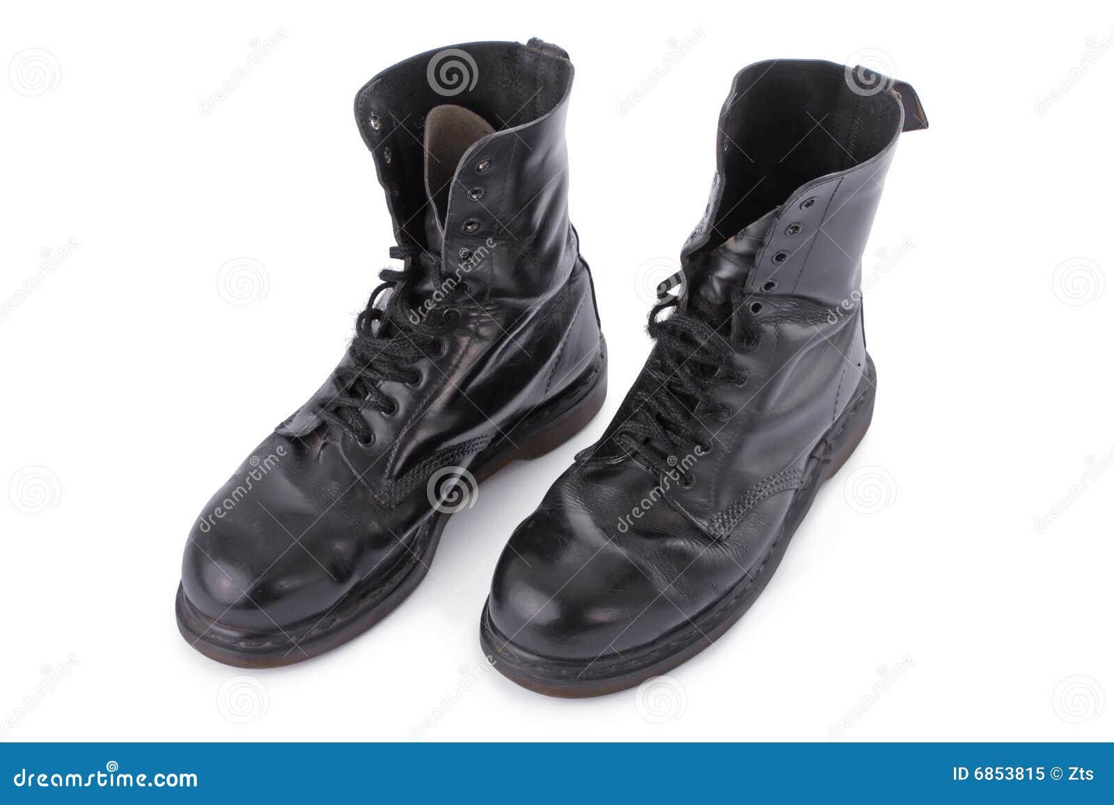 черная работа кожи ботинок