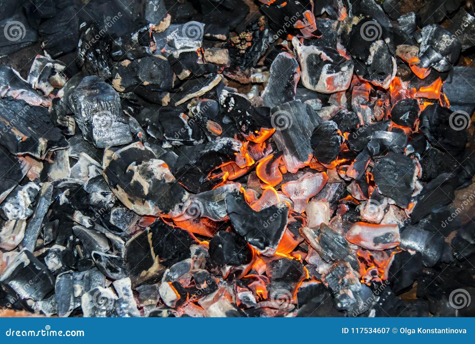 Черная тлея предпосылка текстуры костра огня углей