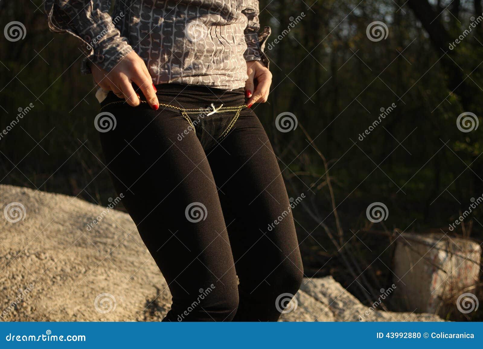 Чёрные трусы у девушек 7 фотография