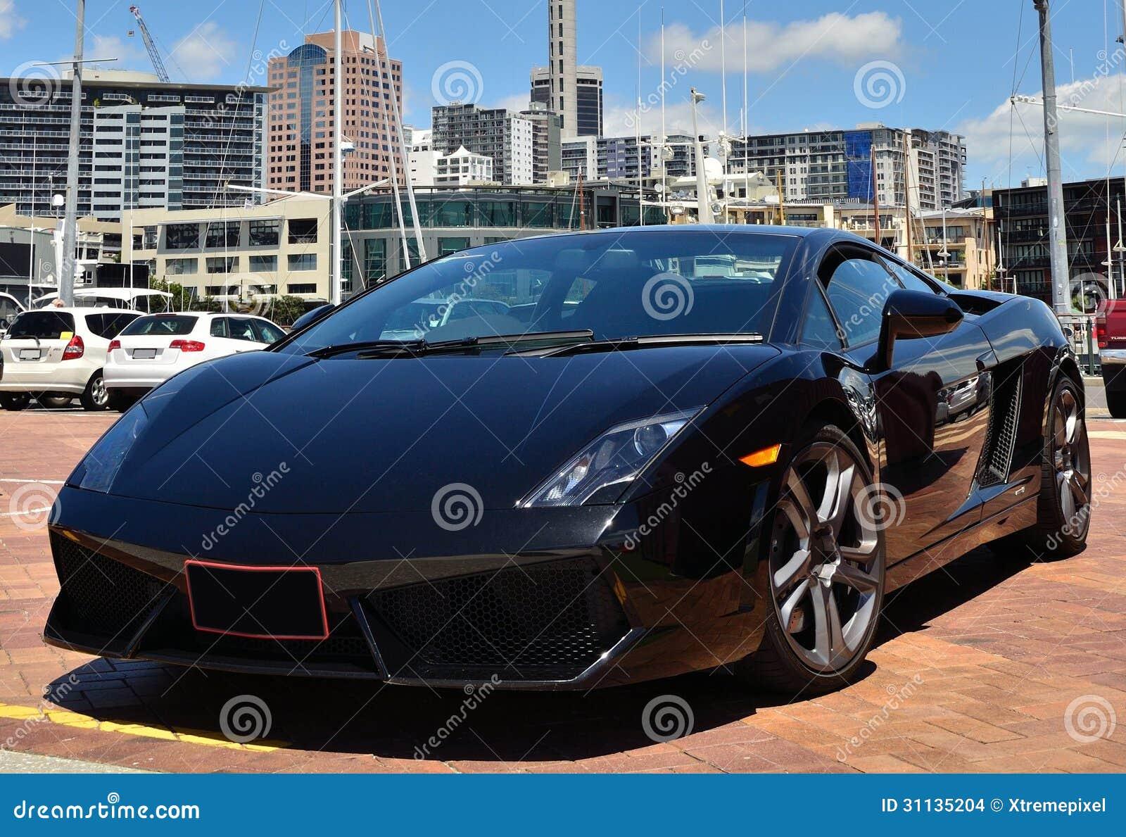 Черный автомобиль спорт