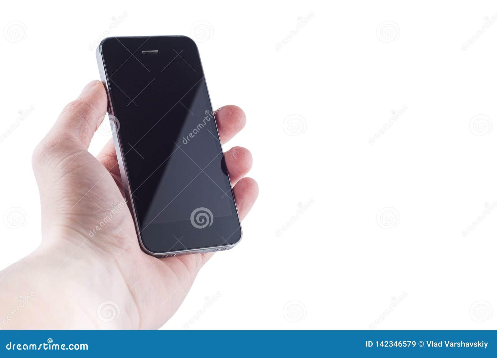Черный безымянный смартфон без кнопок со слепимостью на экране в руке на белом изоляте предпосылки