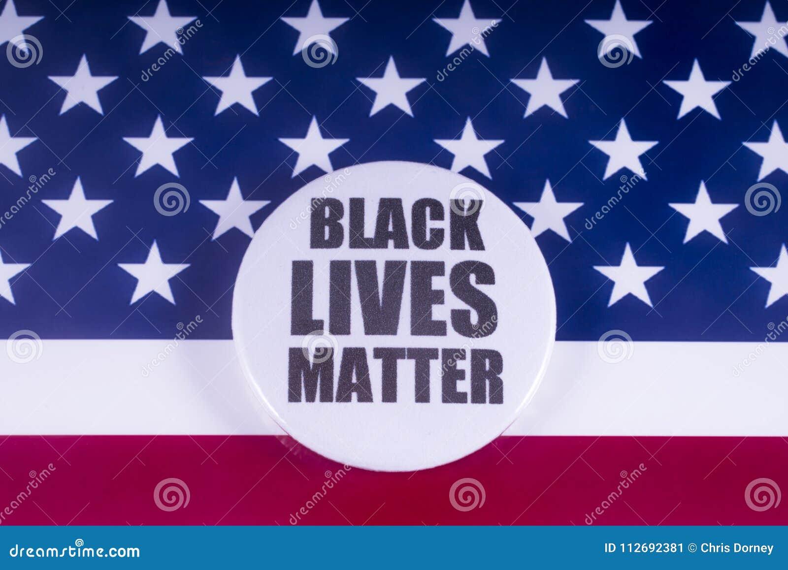 Черный значок дела жизней над флагом США
