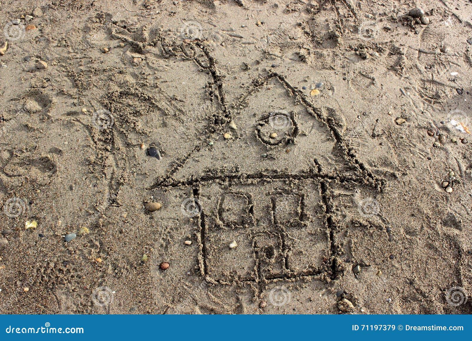 Чертеж ребенка дома в песке