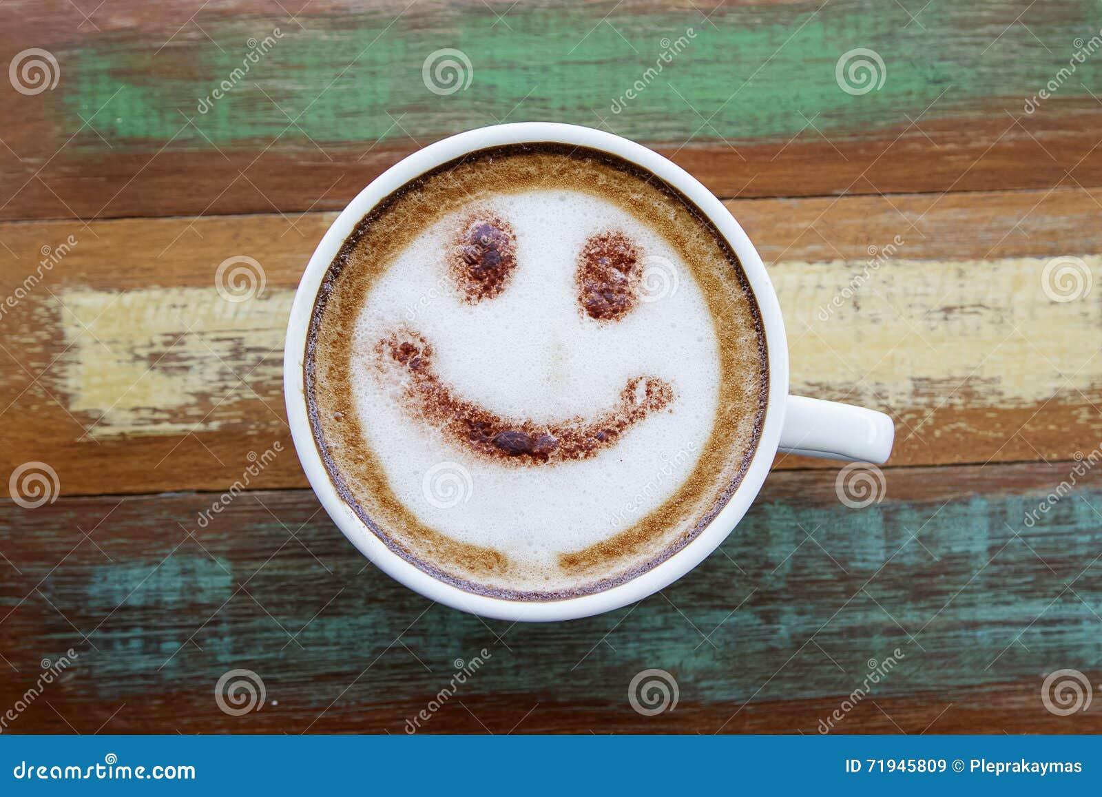 Чертеж стороны улыбки на кофе искусства latte