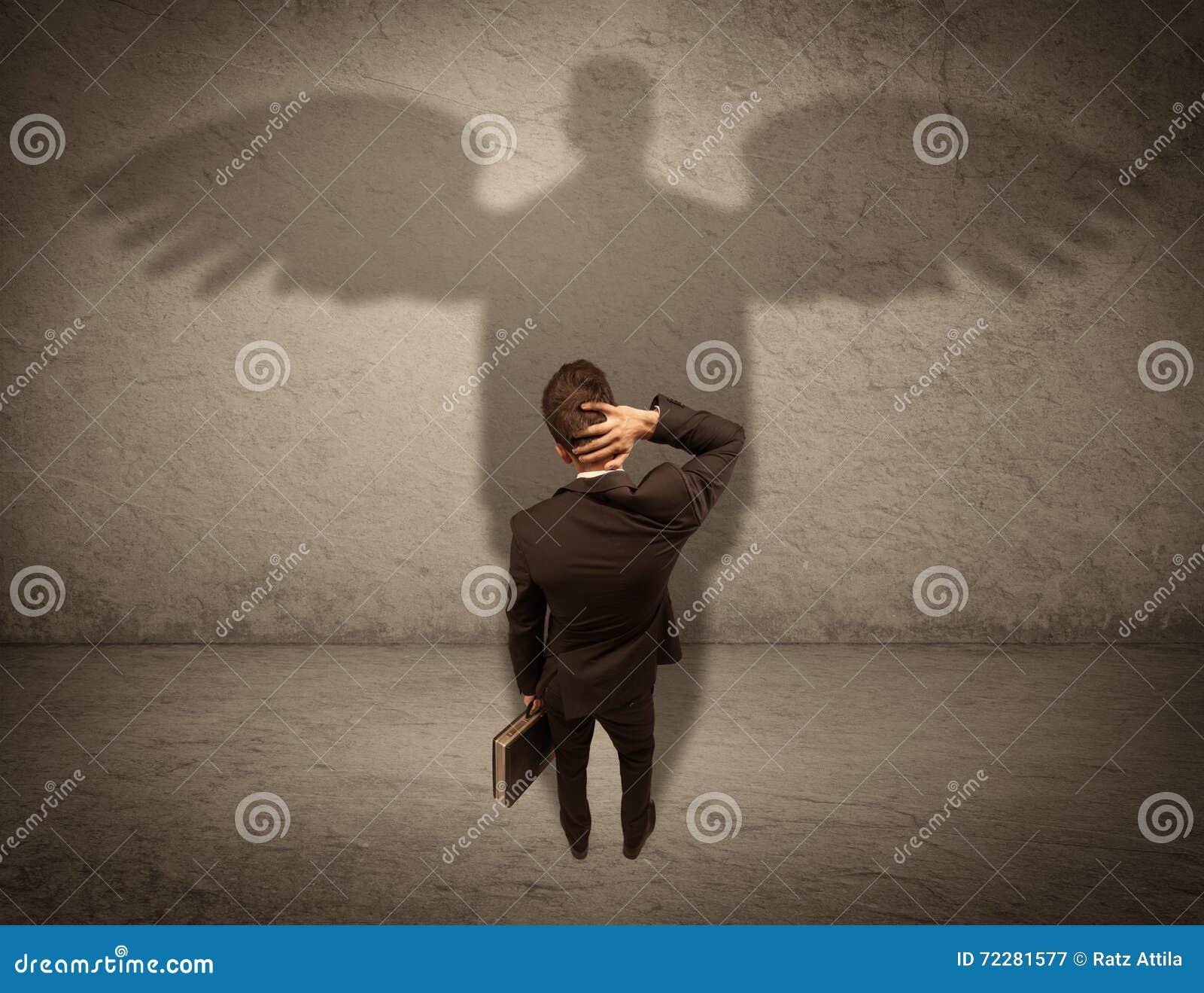 Download Честный продавец с концепцией тени ангела Стоковое Изображение - изображение насчитывающей хорошо, черный: 72281577