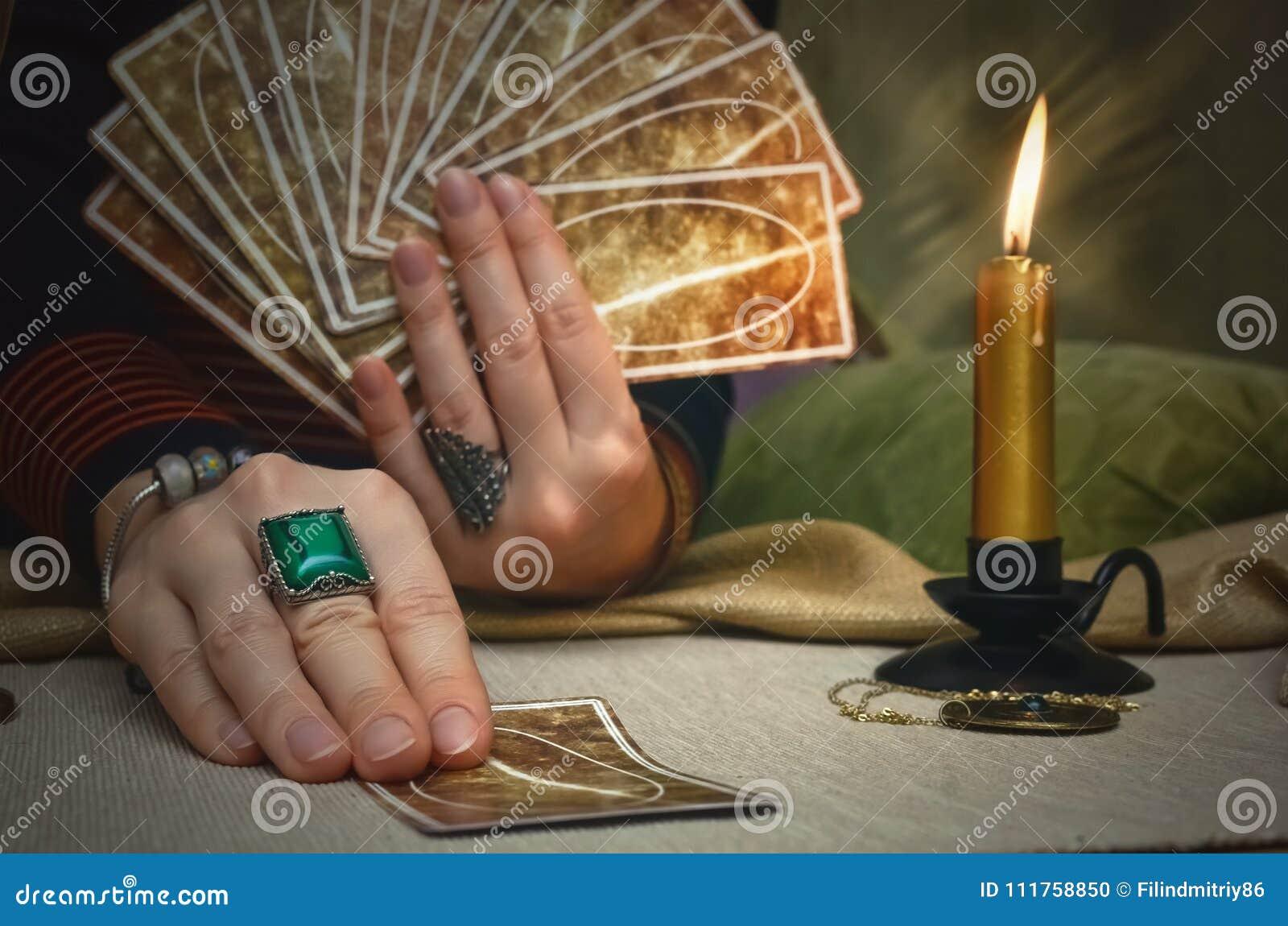 чешет tarot Будущее чтение Концепция рассказчика удачи