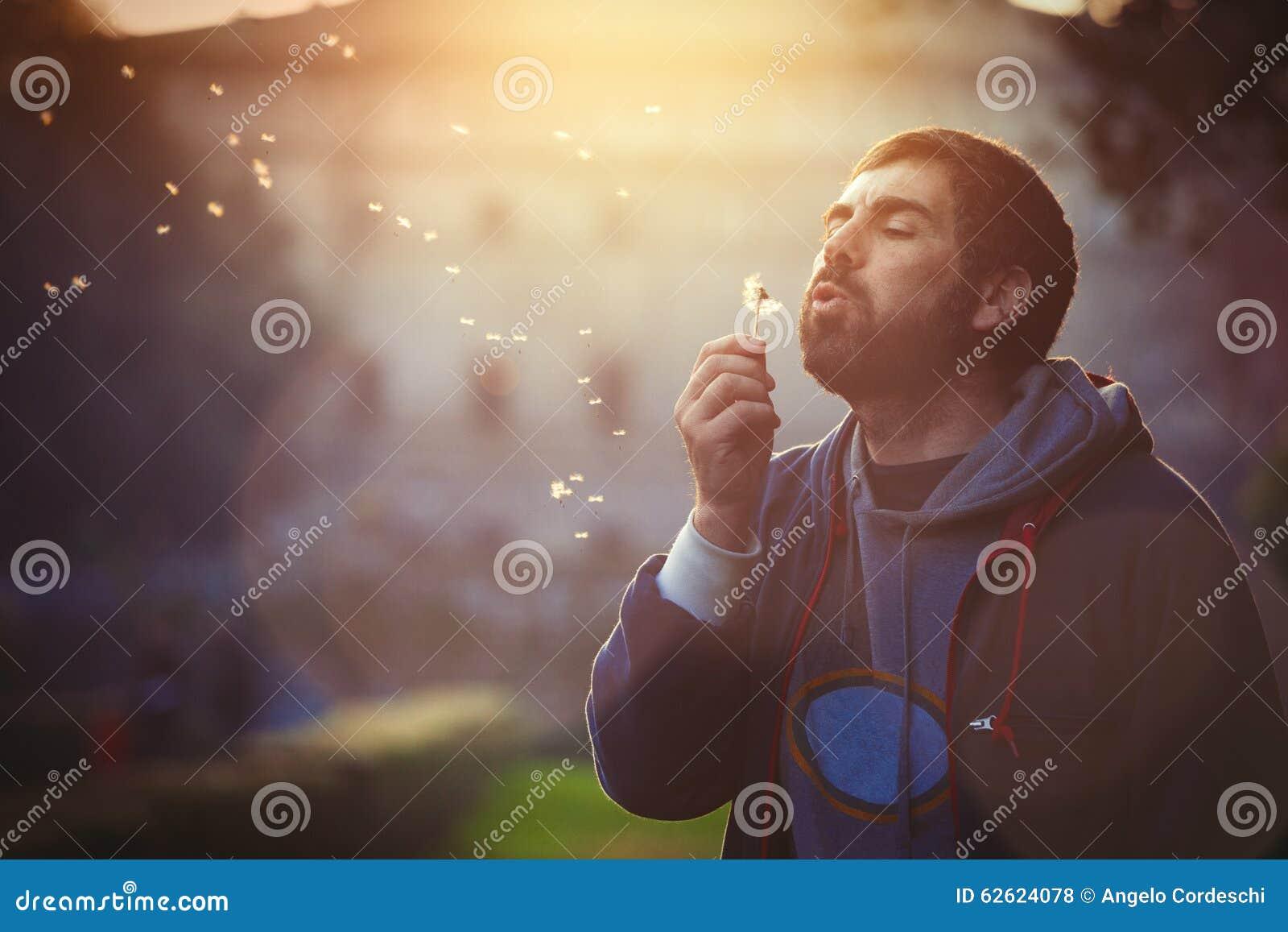 Скачать звук когда дует человек