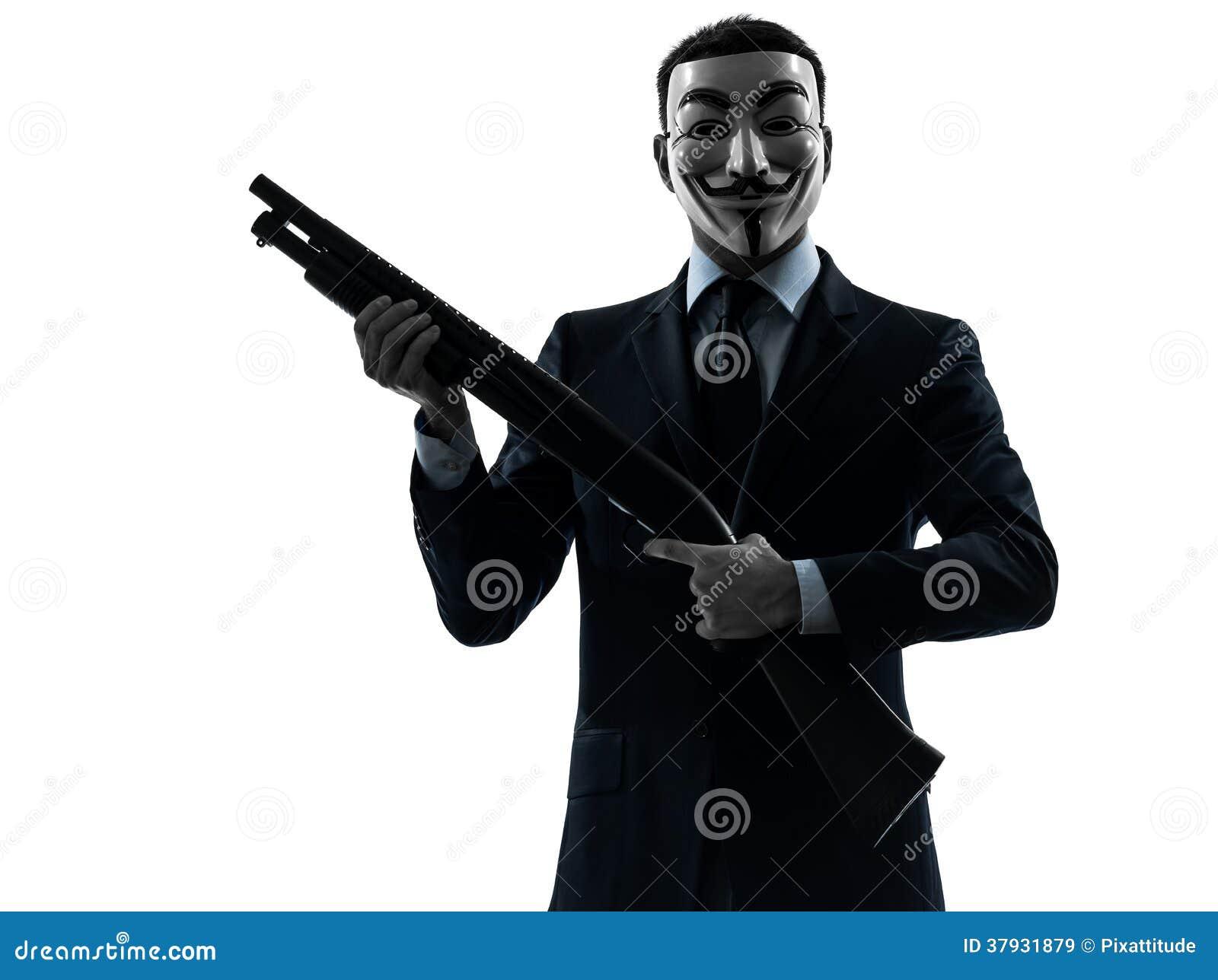 Человек замаскировал анонимный член группы держа силуэт po корокоствольного оружия