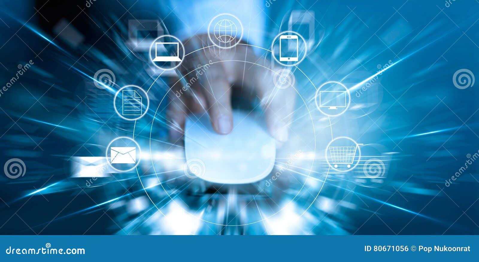 Человек используя покупки оплат мыши онлайн и сетевое подключение клиента значка