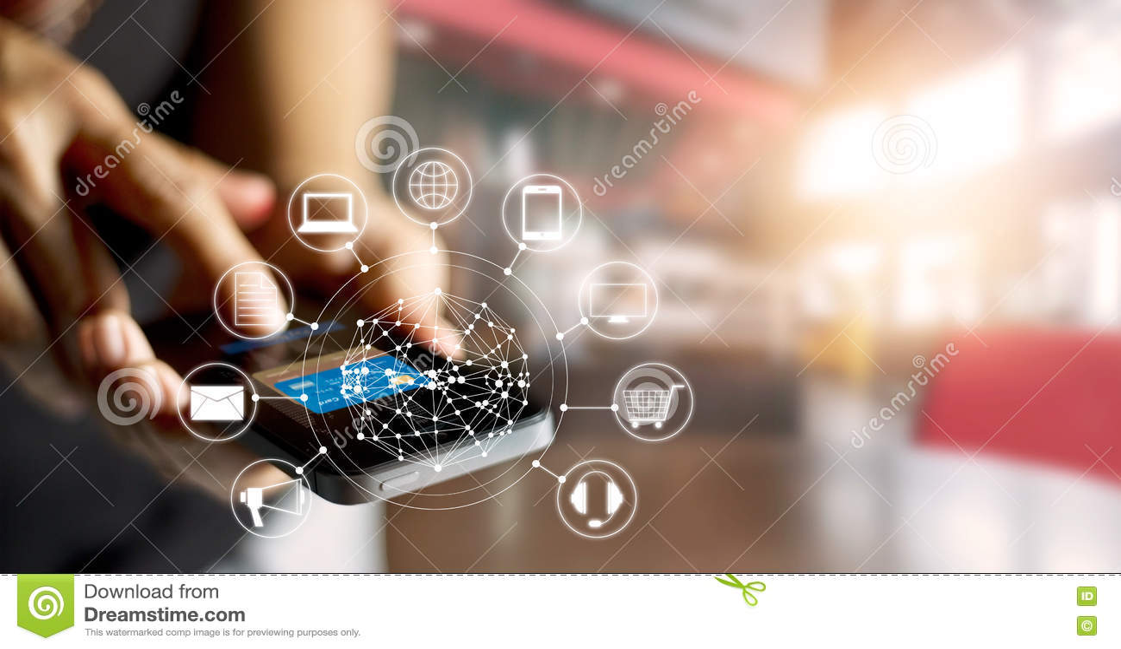 Человек используя покупки передвижных оплат онлайн и сетевое подключение клиента значка на экране