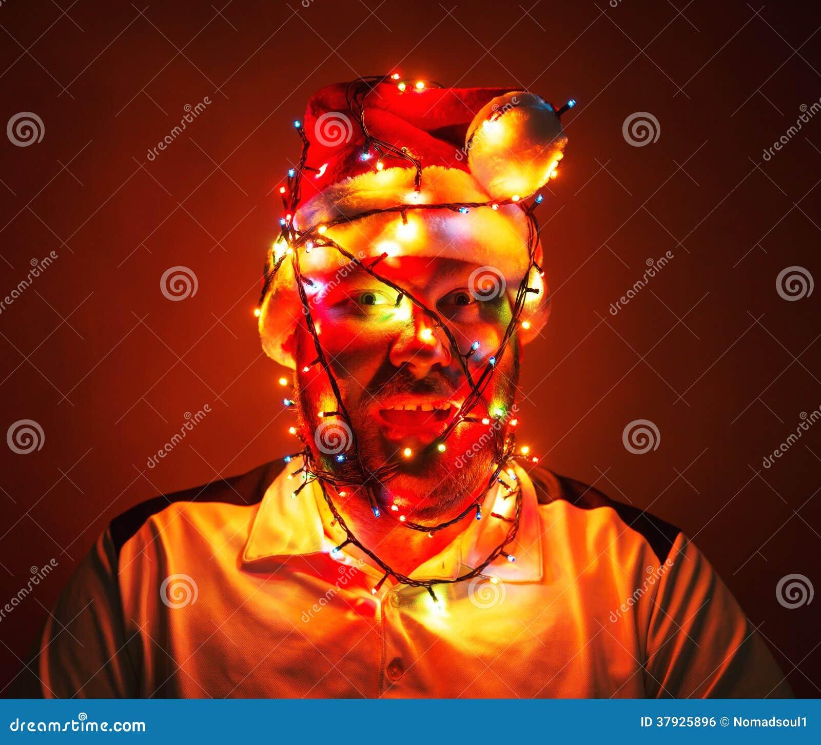 Человек обернутый в светах xmas