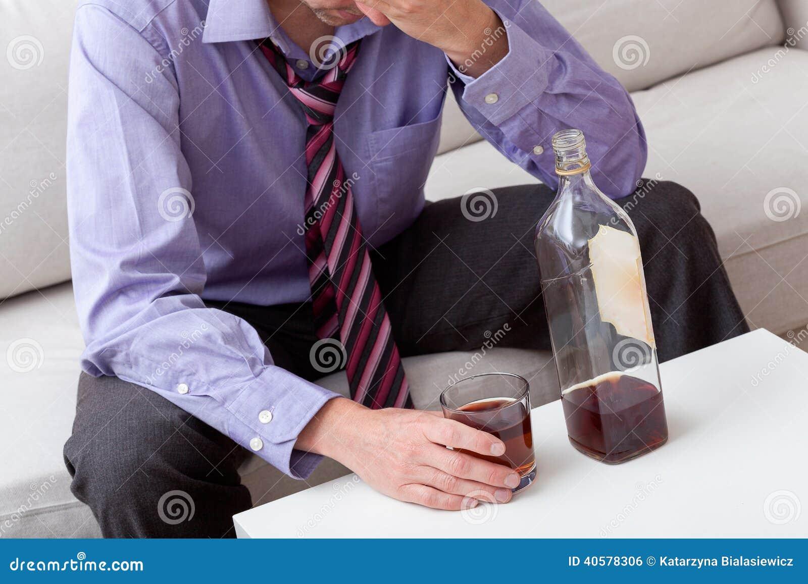 Человек с проблемами спирта