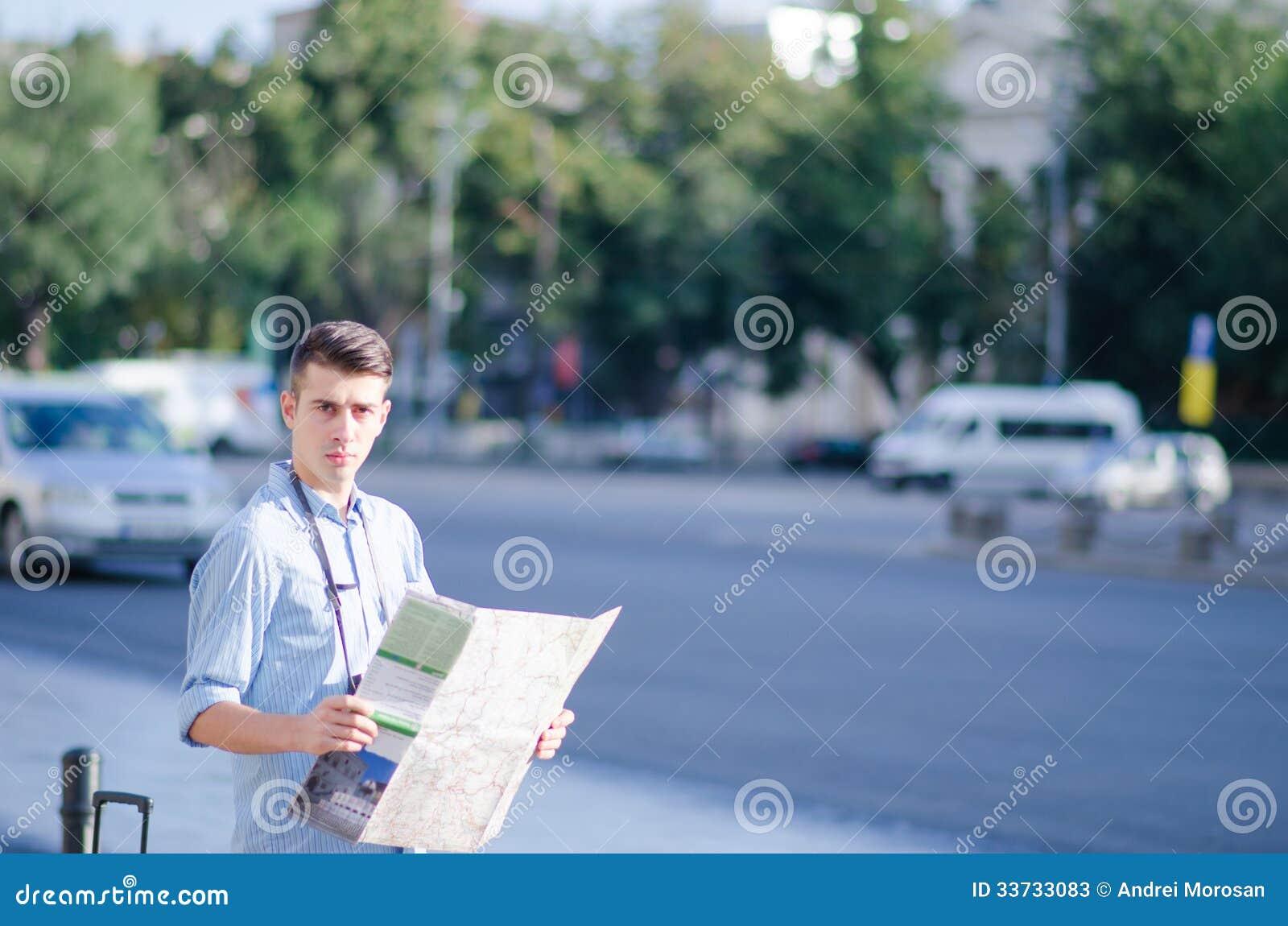 Человек с туристской картой