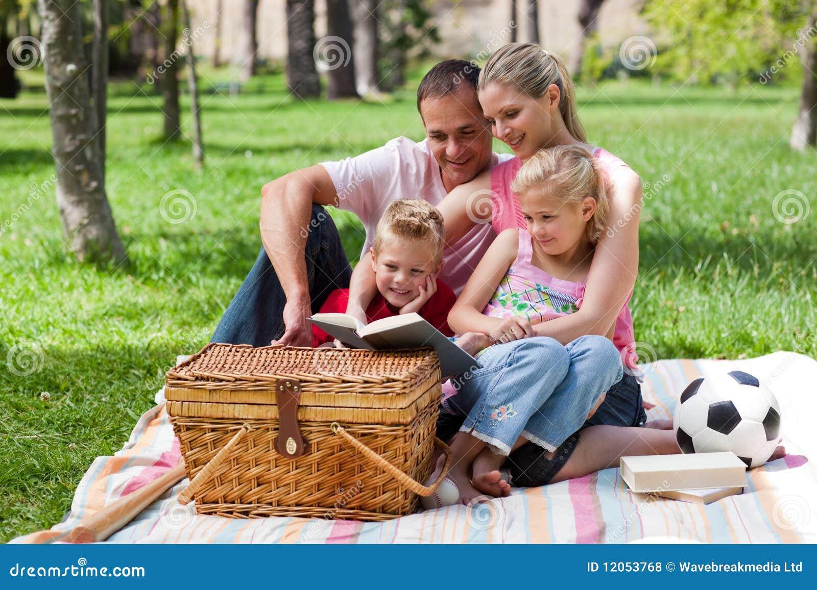 чтение парка семьи счастливое