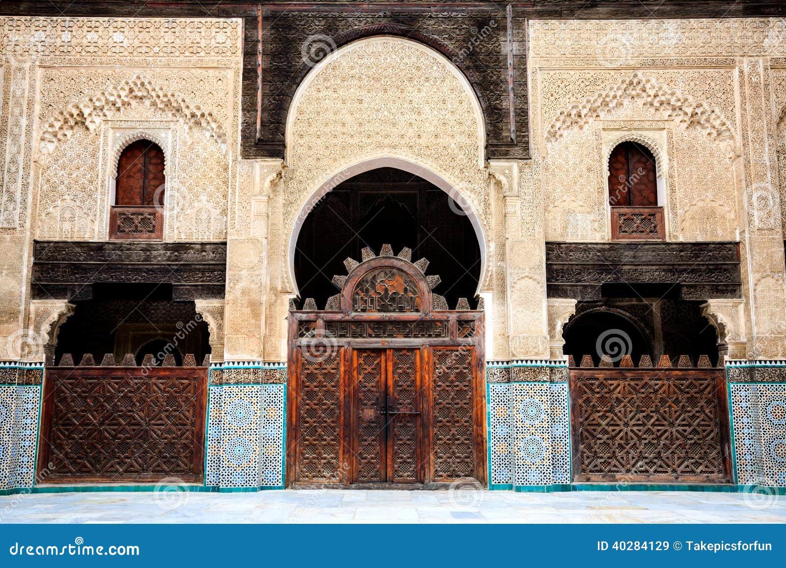 Чувствительное украшение на дворе madrasa inania bou