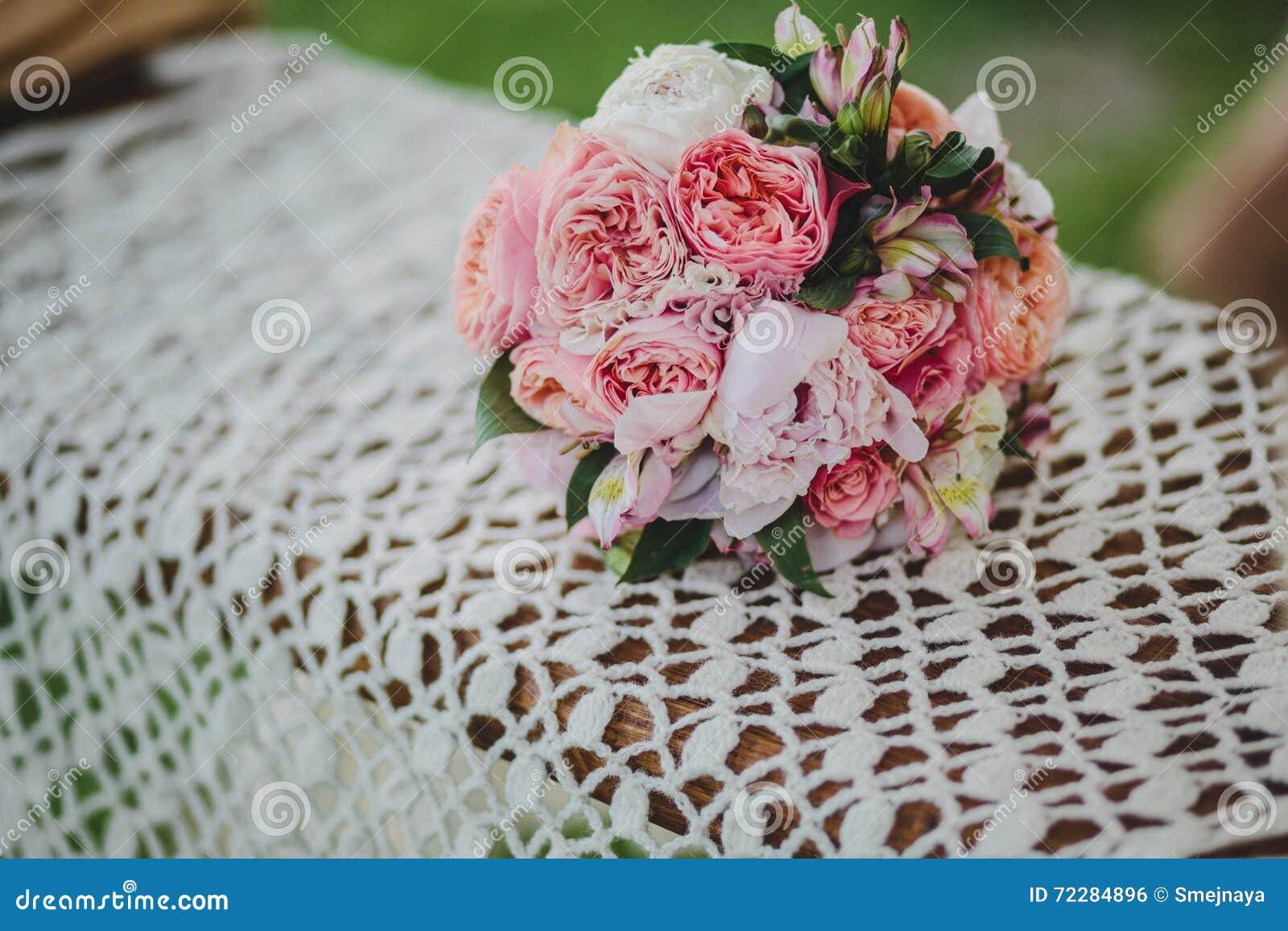 Download Чувствительный Bridal букет роз Стоковое Фото - изображение насчитывающей захват, brickmason: 72284896