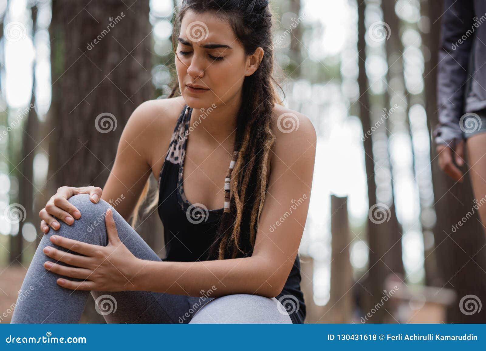 Чувство женщины тягостное на ее колене