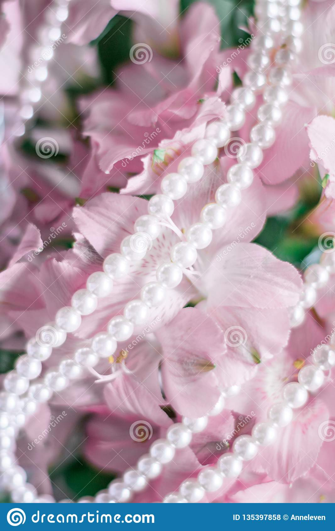 чудесные украшения жемчуга