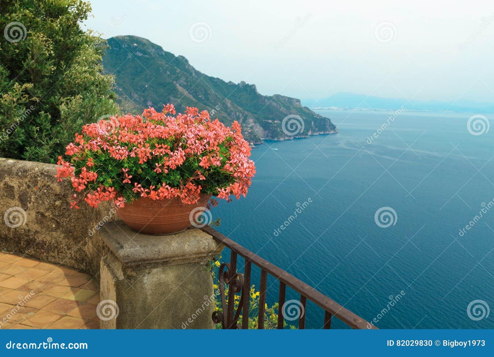Чудесная терраса сада виллы Rufolo