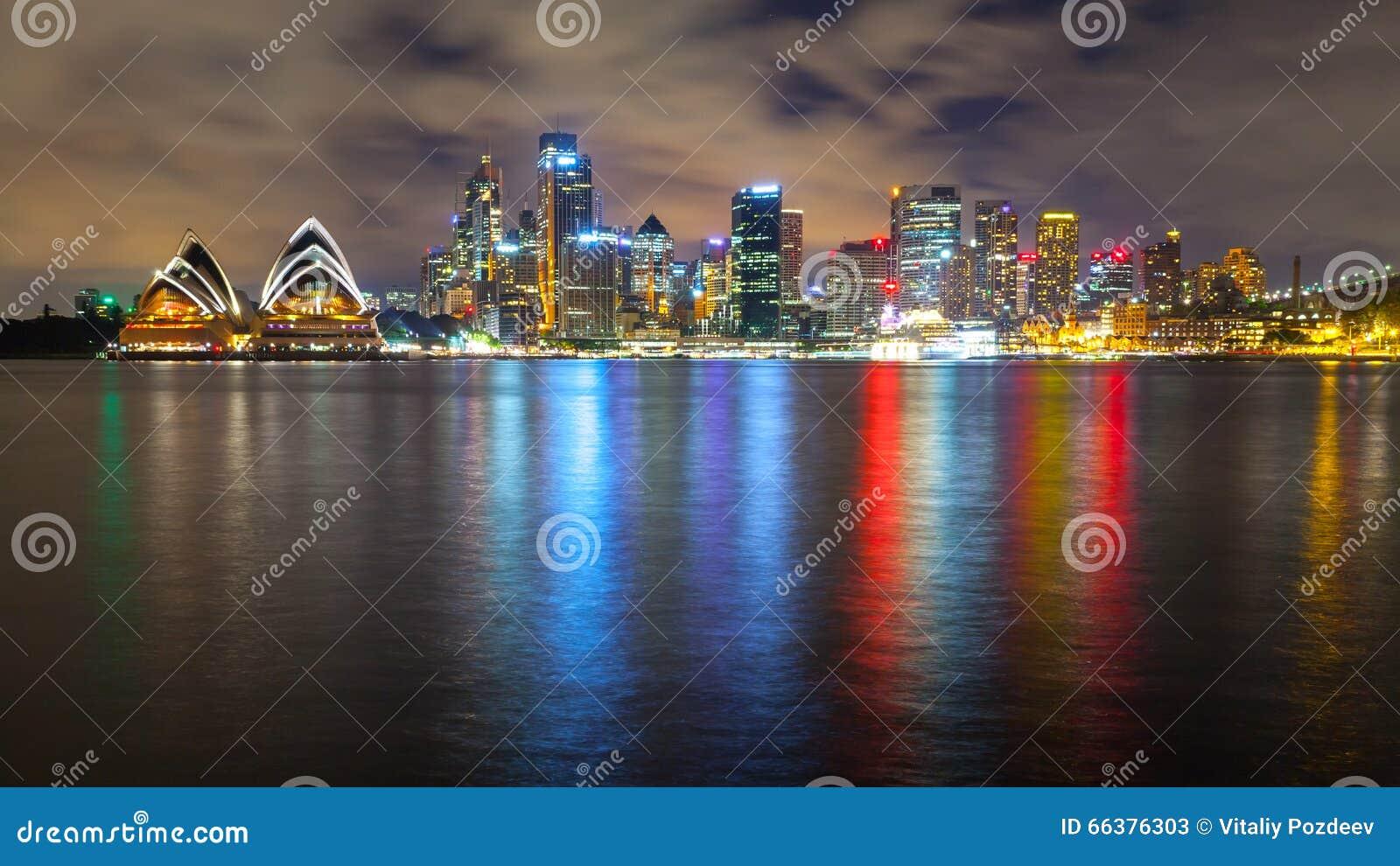 Чудесный горизонт ночи Сиднея, Австралии
