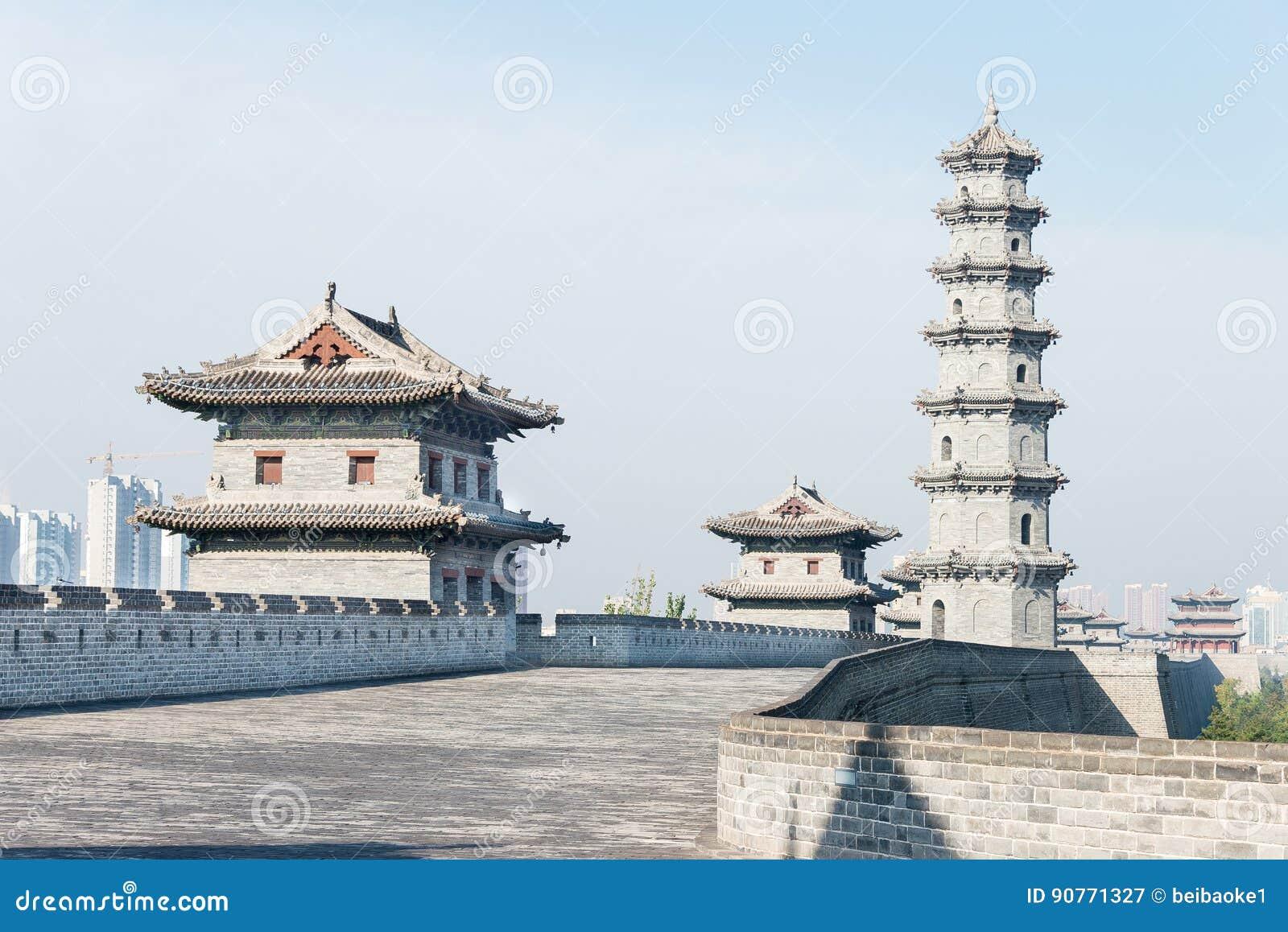 ШАНЬСИ, КИТАЙ - SEPT. 23 2015: Стена города Datong известное Histor