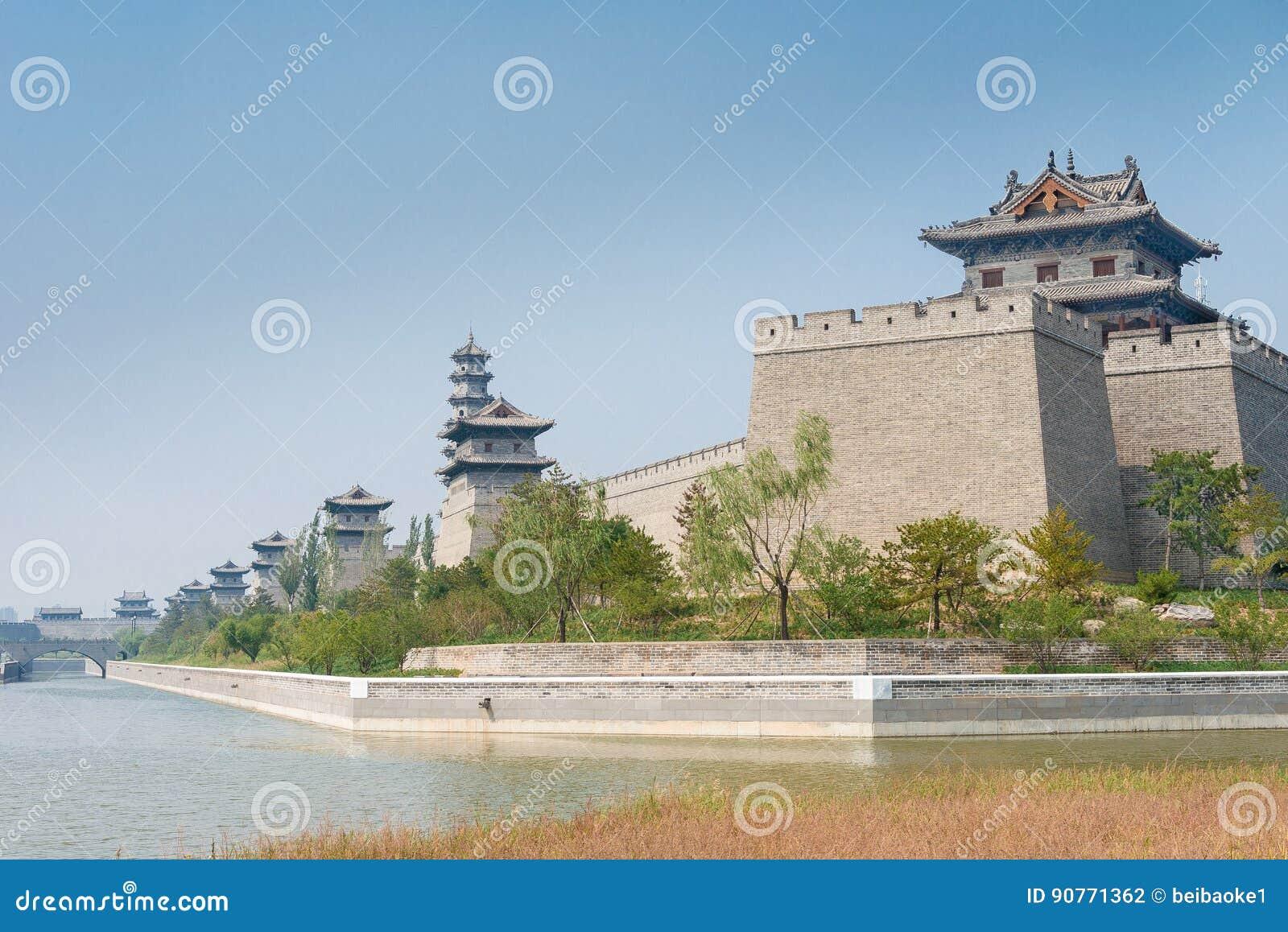ШАНЬСИ, КИТАЙ - SEPT. 21 2015: Стена города Datong известное Histor