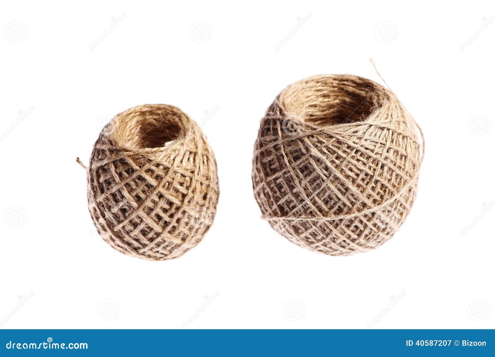 2 шарика веревочки