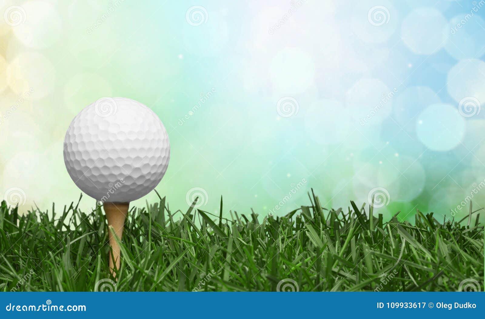Шар для игры в гольф в предпосылке травы Спорт и